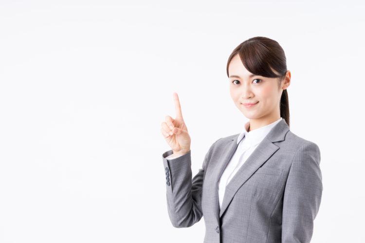 HSBC口座を開設する方法とポイントを紹介する女性