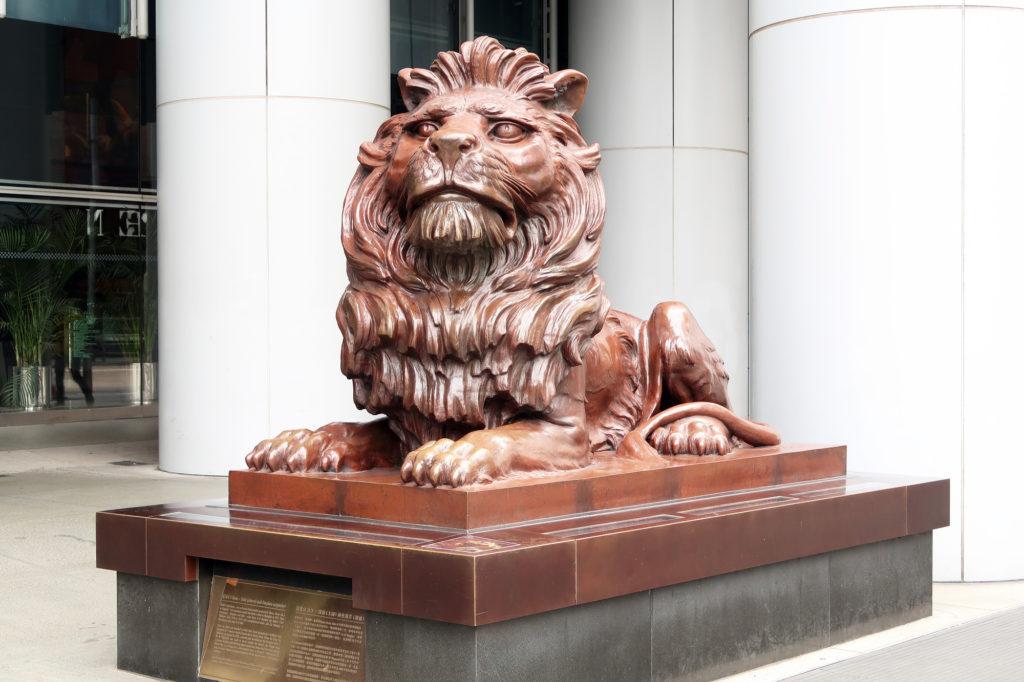 香港の銀行前の獅子像のイメージ