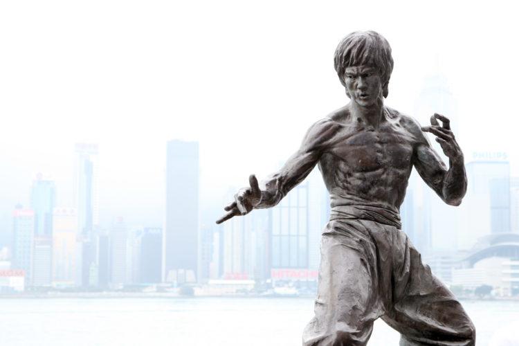 香港映画の代表的スター「ブルース・リー」の銅像