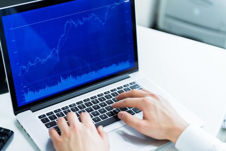 パソコンとチャート