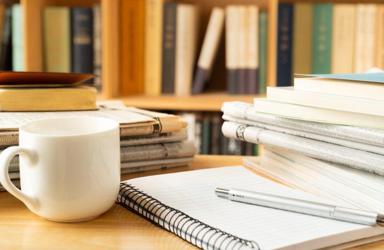 本とノートとコーヒー