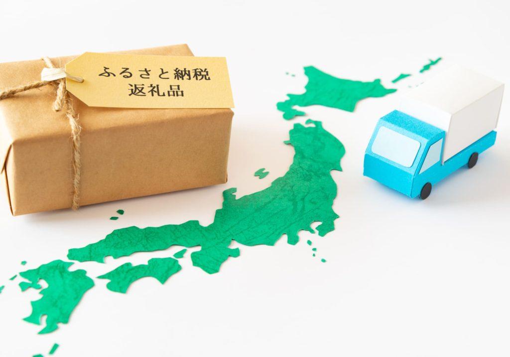 ふるさと納税と書かれた箱と日本地図